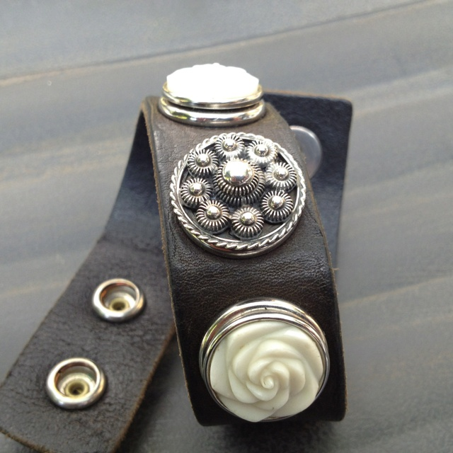 Cuff bracelet with a feminine touch