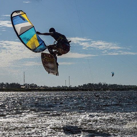 Loops of fury #bladekiteboarding #bigrider the kite show..!! http://www.bravopumps.com.au