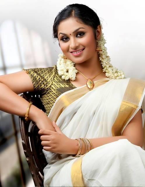 Nazrin Nazar Malayalam Actress in Traditional Kerala Saree