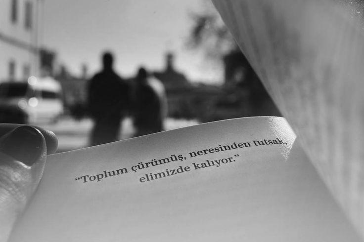 Toplum çürümüş, neresinden tutsak elimizde kalıyor.   - Ahmet Ümit  (Kaynak: Instagram - nurcinkosoglu)  #sözler #anlamlısözler #güzelsözler #manalısözler #özlüsözler #alıntı #alıntılar #alıntıdır #alıntısözler #şiir #edebiyat #kitap #kitapsözleri #kitapalıntıları