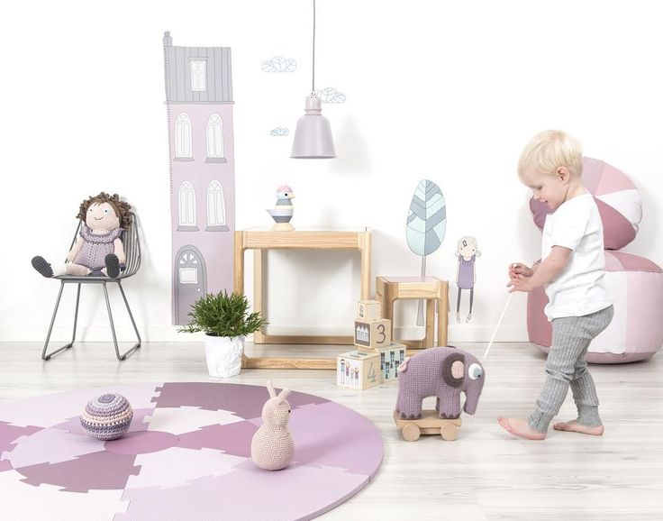 Детская посуда, вязаные и деревянные игрушки, постельное белье и прочий текстиль для малышей, коврики, мебель для детей от датского бренда Sebra и много-много всего красивого и и интересного, а главное, все товары созданы из  экологических материалов