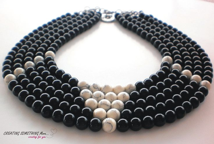 Beads necklase white 2
