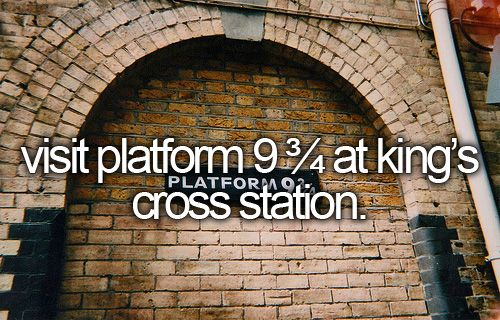 Visit platform 9 3/4 at King's Cross Station / Bucketlist
