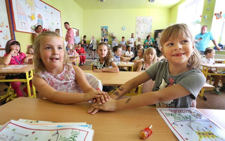 Podľa prieskumu sú slovenskí žiaci nešťastní. Pomôcť by mohli alternatívne postupy v tradičnom vyučovaní.