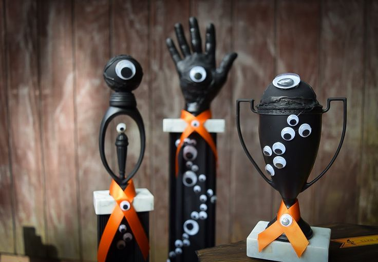 Halloween Trophies (Set of 3) - Many Eyed - Party Favors - Halloween Decor by DaydreamHunter on Etsy  #halloween #trophy #decor #etsy