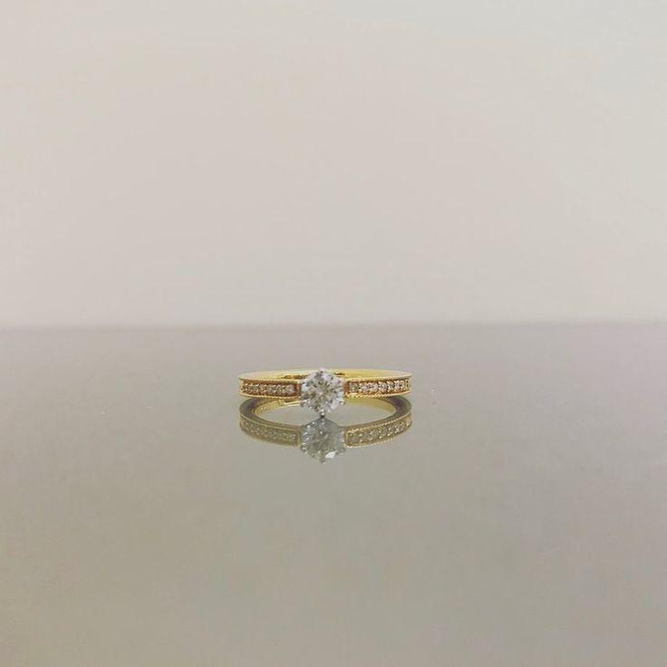 garden梅田さんはInstagramを利用しています:「・ ロゼット🏵 【木立ち】 ゆっくりと歩きましょう 同じペースで 心地の良い距離感で もうすぐ #クリスマス ですね🤶🎅🎄 男性の皆様 #プロポーズ の準備は整っていますか? 大切な彼女に贈る #婚約指輪 は是非 #garden へ💑💍…」 • Instagram