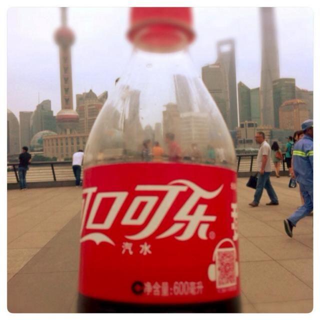 コーラは安心して飲める。  南京東路付近をプラプラしてたら、人の多さと街の匂いかな…なんか酔ってきた  今晩は上海在住の友人夫婦と夕食の予定 - 37件のもぐもぐ - コカコーラ@上海 by Fumi