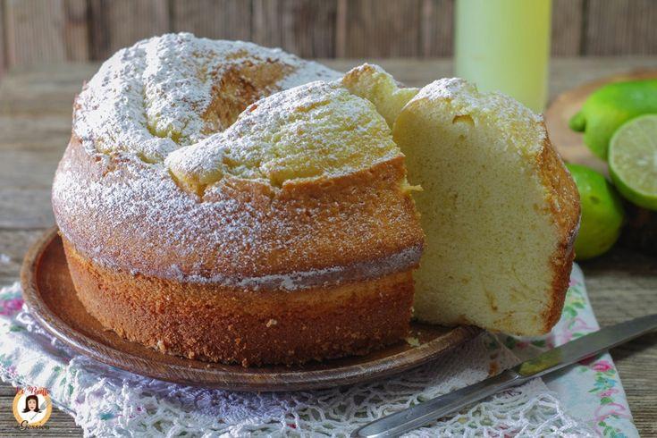 Ricetta con e senza Bimby della CIAMBELLA AL LIMONCELLO un ciambellone altissimo profumato con liquore al limone. Torta facile e veloce. Senza burro.