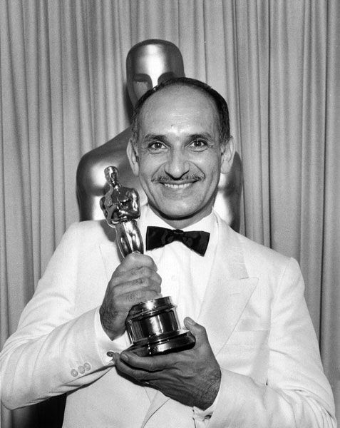 In 1982, Ben Kingsley.won the Academy Award for Best Actor for the film Gandhi,