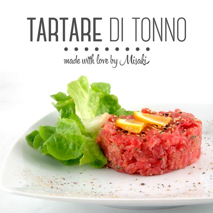 Un piatto leggero e semplice a base di tonno fresco di ottima qualità con uova di pesce volante, avocado e salsa piccante.