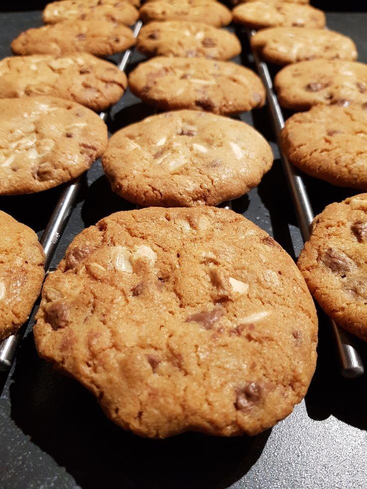 Makkelijk en snel recept voor zelfgemaakte chocolate chip cookies. Met chocolade, baking soda. amerikaans recept voor zelfgebakken koekjes