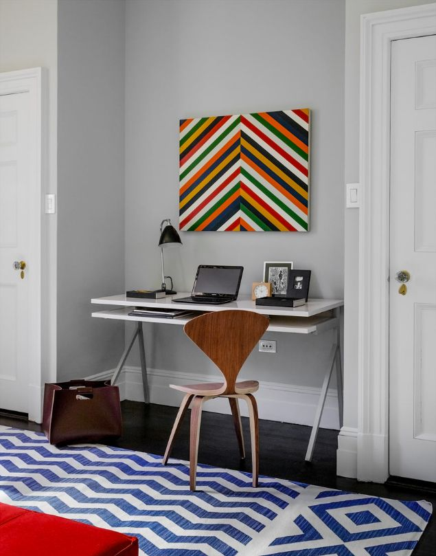 Make gray walls cheerful with vibrant patterns // #Home #StyleOffice Spaces, Chevron Walls, Home Offices Spaces, Interiors Design, Work Spaces, Gray Walls, Wall Cheer, Rugs Pattern, Vibrant Pattern
