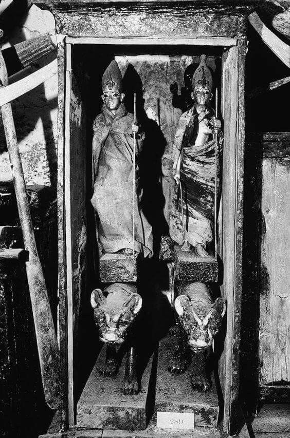 Photo of a wooden chest containing two statues of King Tutankhamun (14th century B.C.),excavated from King Tutankhamun's tomb on Howard Carter's expedition in November 1922.