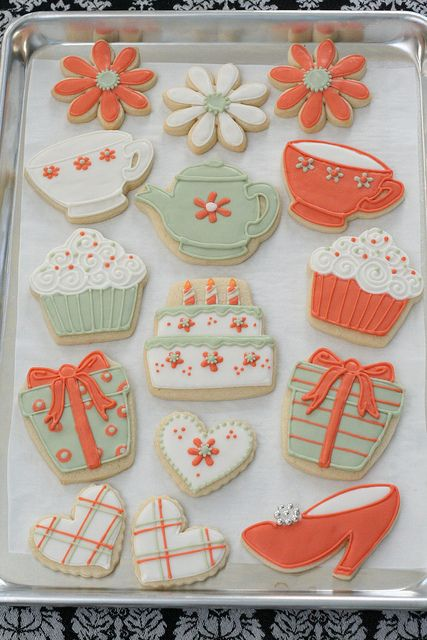 OMG!  I need these cookie cutters - and someone to make them this adorable for my tea parties!!