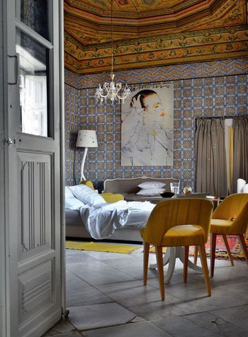 Beautiful bedroom in a hotel in Tunis | More photos http://petitlien.fr/palaisrock