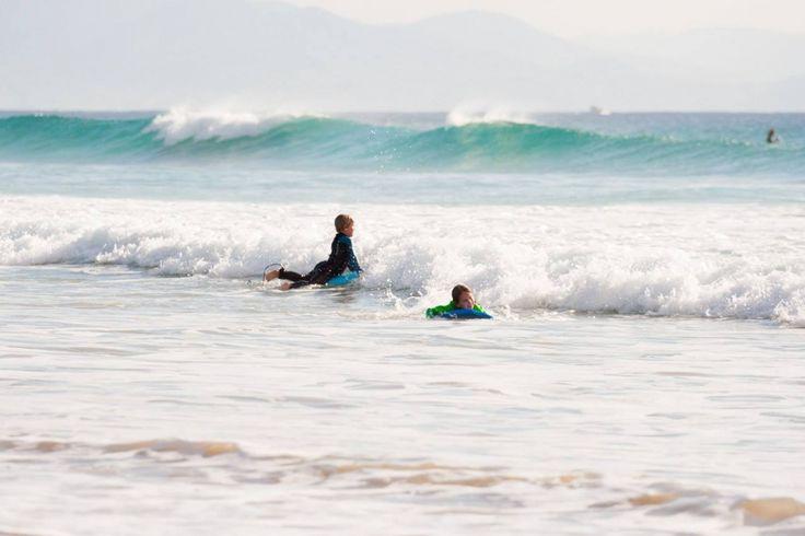 Kids surfing in Tarifa   Dětské surfování v Tarifě