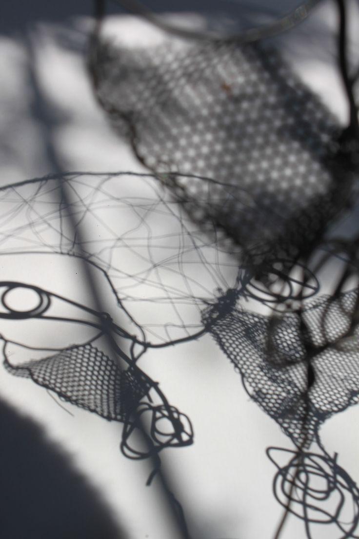"""Rodrigo Gárate Chateau, """"HOMBRE SIN NOMBRE"""" (2015). Hombre sin nombre, se mueve entre sus sombras sin existencia por no poder ser llamado."""