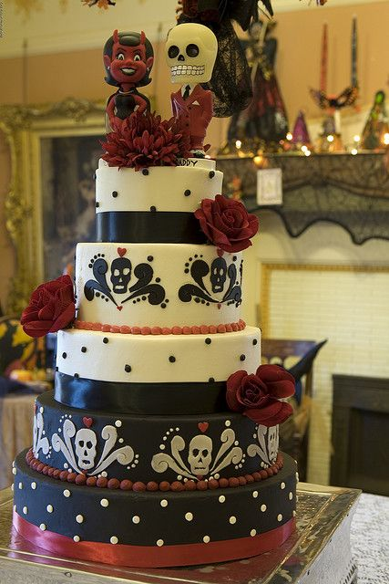 red and black gothic wedding reception decor idea spookily delicious halloween wedding - Halloween Themed Wedding Reception