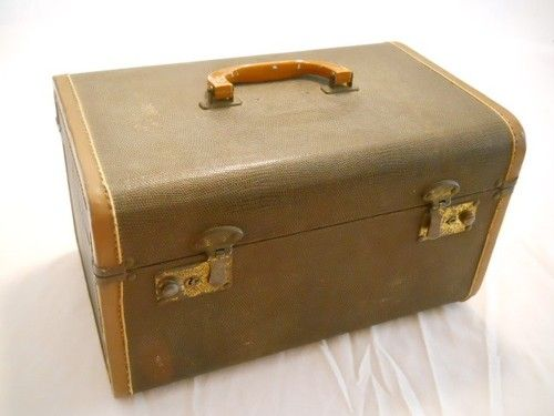 vintage 30s 40s art deco hard train case luggage suitcase. Black Bedroom Furniture Sets. Home Design Ideas