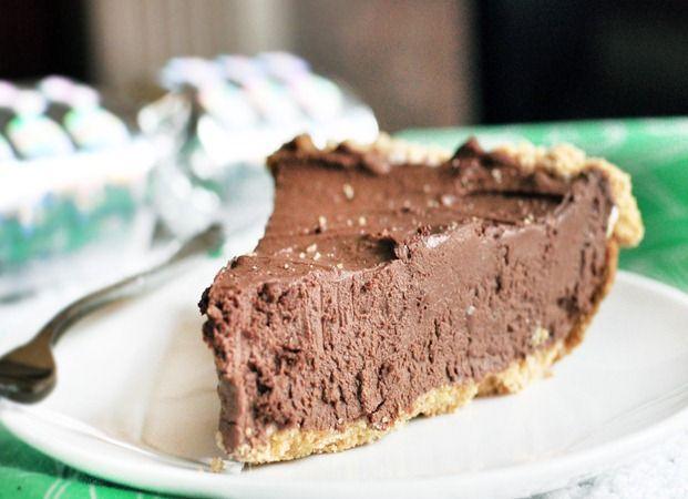 the ultimate chocolate fudge pie (143 calories per slice + calories in pie crust = amazing)