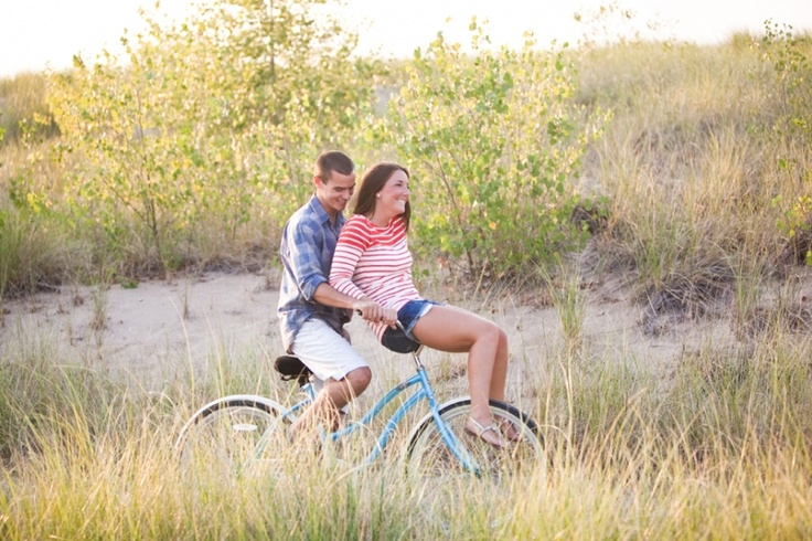 Vintage Beach Cruiser, Marquette Park Beach Engagement Photography » Ashley Biess Photography