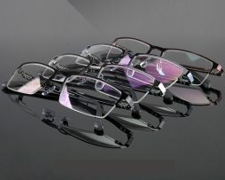 Decentné okuliare na prácu pri počítači s čiernym rámikom