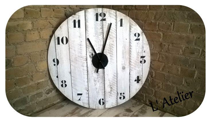 17 best images about horloges on pinterest clock belle for Horloge murale en bois