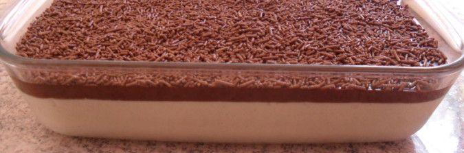 Mousse de limão com cobertura cremosa de chocolate