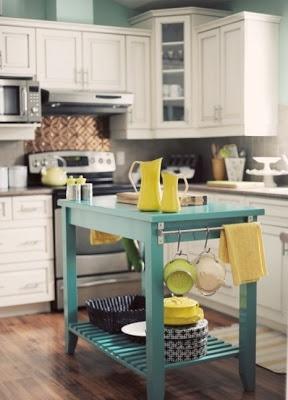 Mavi renk mutfak adası