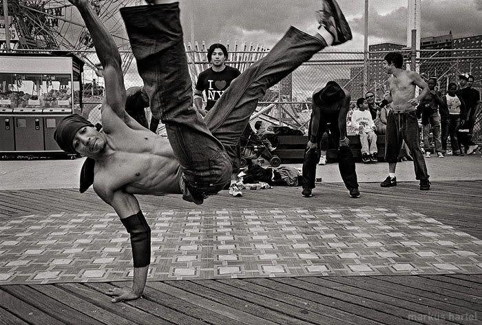 O evento também conta com mostras de vídeo, dança e graffiti, além do campeonato nacional de danças urbanas.