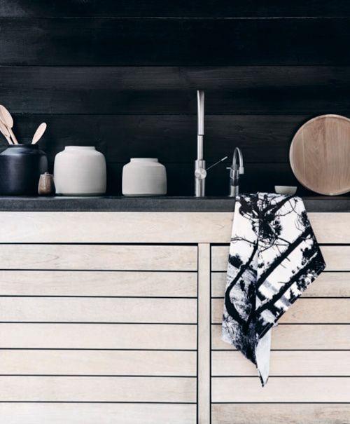detail.Cabinets, Teas Towels, Tea Towels, Black And White, Interiors, Black Kitchens, Design Kitchen, Black Wall, White Kitchens