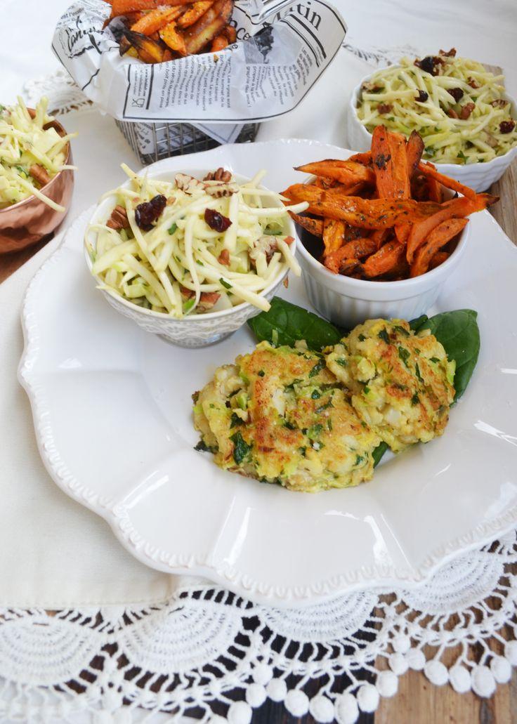 Fisch-Küchlein mit Süßkartoffel-Pommes und Waldorf-Salat