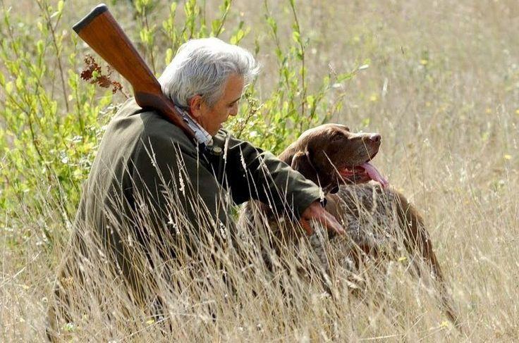 Команды для охотничьих собак    Конечно, в определенном воспитании нуждается любая собака. Но у нас речь только о тех четвероногих, которые приобретены именно для охоты. Впрочем, и они по части ухода, кормления, содержания не столь уж отличаются от прочих собак. Но разница все-таки есть. На охоте всегда возможны неожиданности, в частности не исключен контакт с больными бешенством дикими животными. Поэтому ежегодная прививка от бешенства не просто строго обязательна — она абсолютно…