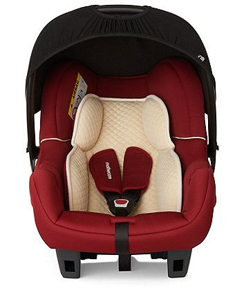 The Mothercare Ziba baby car seat is an affordable car seat suitable for children from birth to a maximum weight of 13kg/29lbs (birth to approximately 12/15 months). The lightweight design makes it an ideal choice for your newborn.