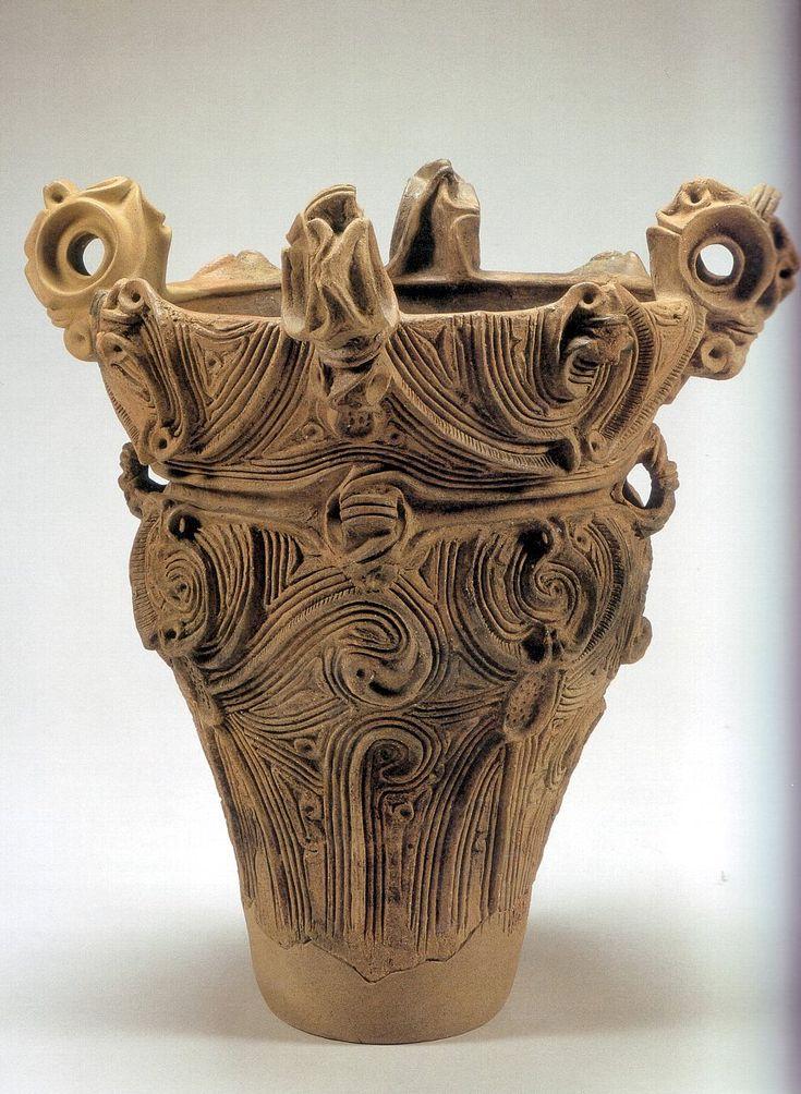 縄文土器  縄文の人が現代のプロダクトを見たら 我々と同じように美しいと思うのかもしれません。