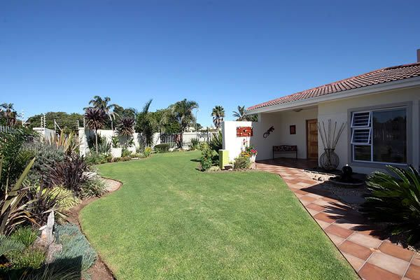 @47 Guest House in Summerstrand, Port Elizabeth offers both B&B and self-catering accommodation options. All rooms have private entrances and secure parking.