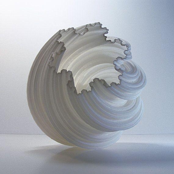 3Dプリントの限界をプッシュこの花瓶と崇高なと壮大なをお楽しみください。 この素敵な花瓶は6インチ背の高い3DプリントさPLA(生分解性トウモロコシ糖)プラスチックで作られています。あなたは、ご希望のカラーを選択することができ、それはあなたのためだけに行われます。