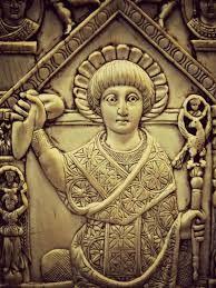 (22) 490 – Anastasio I sucede a Zenón como emperador bizantino en el año 491; reinará hasta el año 518. Anastasio I fue coronado emperador de Bizancio el 11 de abril de 491 hasta su muerte. Nació en Dyrrhachium, no más tarde del año 430.