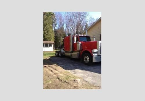 2013 Peterbilt 389 for sale by owner on Heavy Equipment Registry. http://www.heavyequipmentregistry.com/heavy-equipment/14675.htm