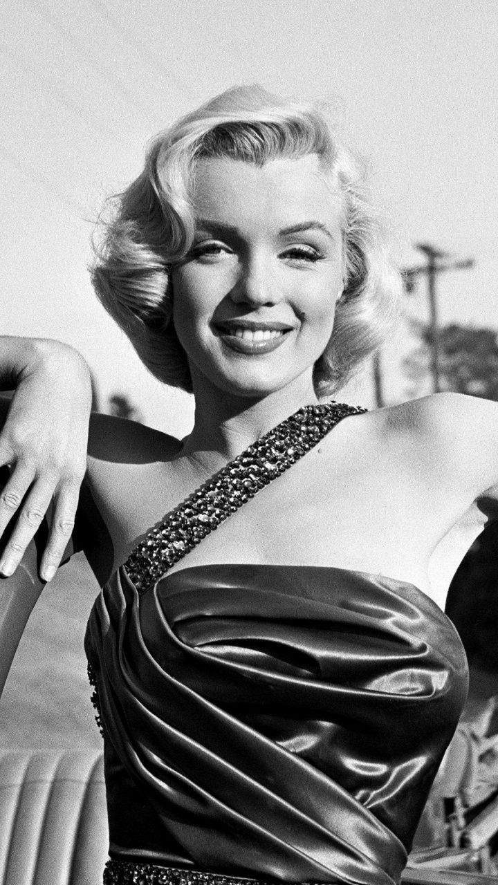 Celebrity Marilyn Monroe Smile Monochrome 720x1280 Wallpaper