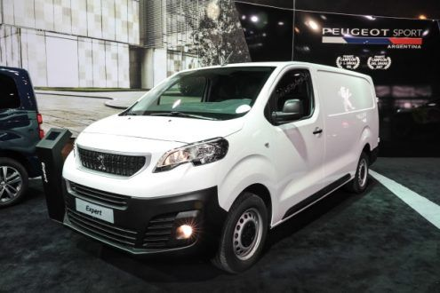 Motor – Tem nova VAN a caminho do mercado brasileiro A Citroën marcou para outubro o lançamento da van Jumpy no Brasil.  A Citroën marcou para outubro o lançamento da van Jumpy no Brasil.  O modelo será o primeiro dos seis novos utilitários que devem estrear no país até 2018. Além do...