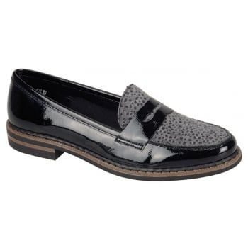 Crafted from black patent leather, Luxor also features a gorgeous cheetah print and a calf hair vamp which will add a feminine flourish to your autumn/winter wardrobe.  http://www.marshallshoes.co.uk/womens-c2/rieker-womens-luxor-black-patent-cheetah-print-loafer-50662-01-p3879