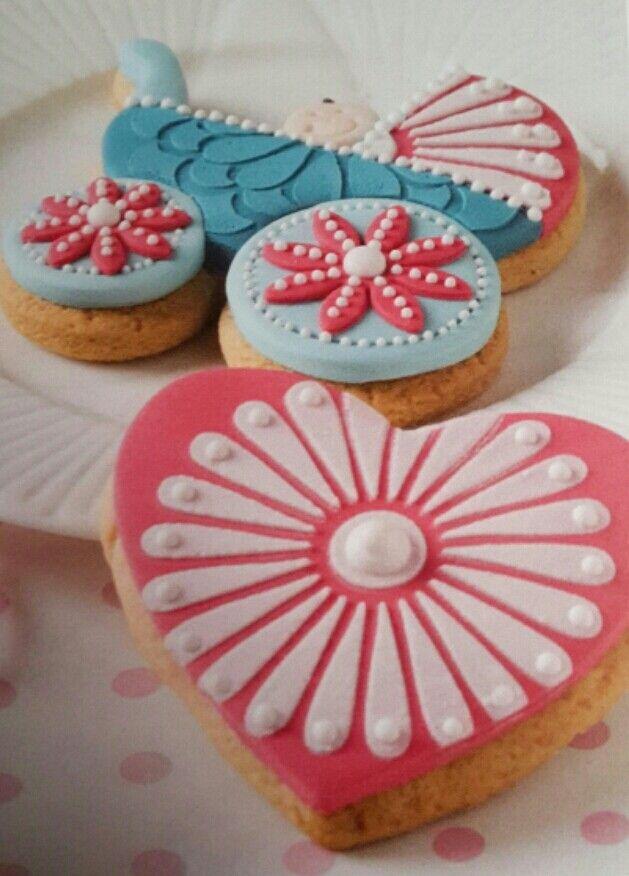 Frollini decorati con pasta di zucchero
