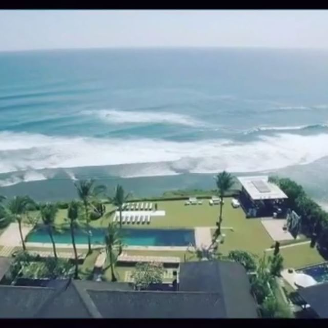 www.geriabalivillas.com/villa-istana/ #bali #villas #balivilla #geriabali #villainbali #luxurybali #luxuryvilla #luxuryworldtraveler #trulyasia #ootd #luxuryvillarental #tbt #destinosmaravilhososbyeli #hgtv #beautifuldestinations #beautifuldestination #holiday #bgbk #theluxurylifestylemagazine #wtm #luxurypersian #vscom #cliff #beach #clifffront #weddingvenue #wedding #weddingvilla #balibible #youtube