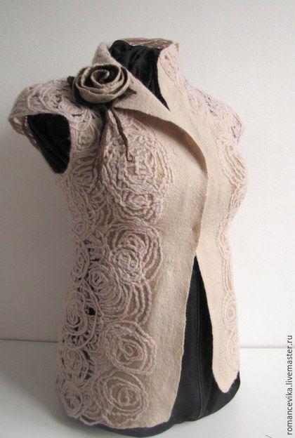 Купить или заказать валяный жилет 'Розовый плен' в интернет-магазине на Ярмарке Мастеров. Необычный, женственный жилет. Абстрактные розочки скреплены между собой в технике мокрого валяния. Спинка просвечивается, а перед жилета в области груди и бортов укрепила не пряденной шерстью. Думала, чтобы прилично носилось на тело или сетку. Получилось что-то совсем новое интересное даже для меня. Красиво просвечивается на черном фоне. Очень теплый, сделан из болгарской 'домашней' шерст...