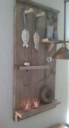 Zelfgemaakt wandbord van steigerhout