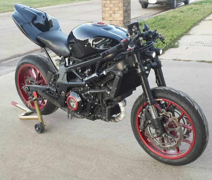 JDAM'S TL1000S streetfighter with gsx-r1000 tail section. Fotm 2009 on customfighters.com