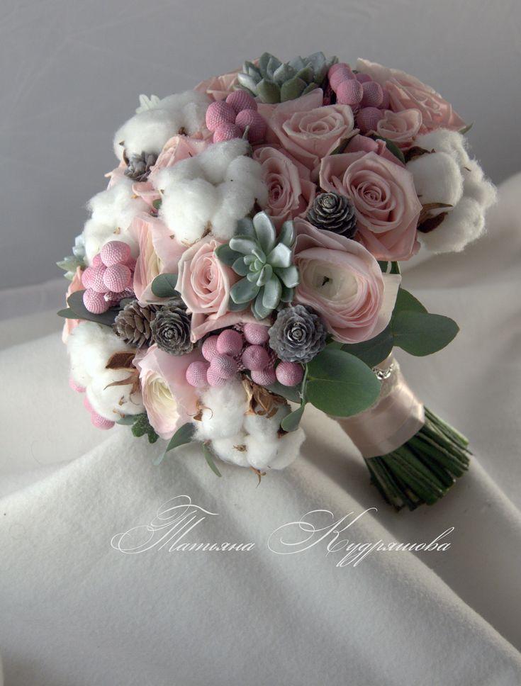 букет невесты с брунией, розами и суккулентами