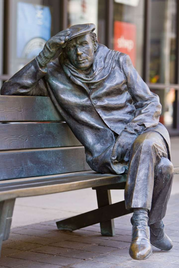 VARIOUS Life-sized bronze statue of Glenn Gould the pianist, by Ruth Abernethy, sitting on a park bench outside the CBC Building in downtown Toronto, Toronto, Ontario, Canada, North America