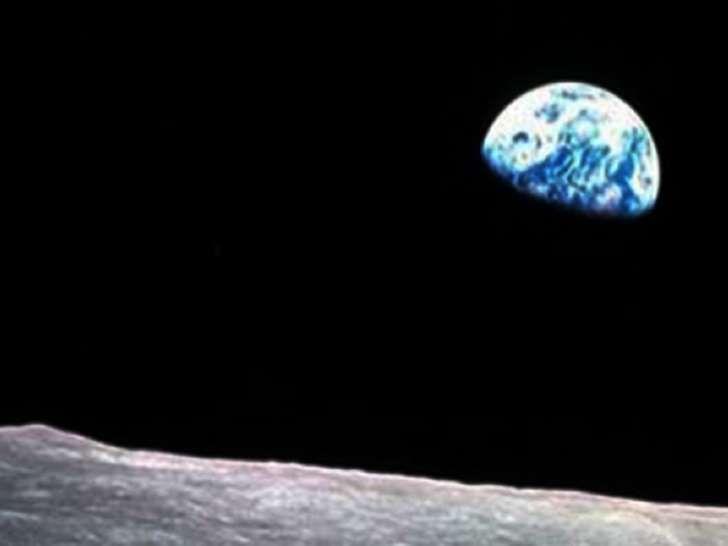 La amenaza de que un asteroide como el que acabó con la vida de los dinosaurios vuelva a impactar con el planeta Tierra se mantiene vigente. Foto: Notimex